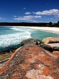 Witte zand rode rotsen Stock Fotografie