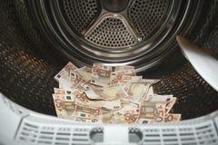 Witwassen van geld in wasmachine Stock Foto's