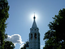 Świątynia na Tugovy górze przy osiem godzinami w ranku i słońcu za kopułą kościół Zdjęcia Stock