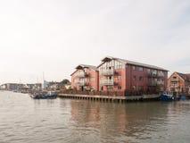 Wivenhoe inhyser den moderna samtidan nya röda väggar Royaltyfria Bilder