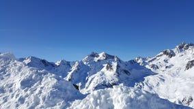 Wizerunek śnieg zakrywał halnych szczyty w alps zdjęcie royalty free