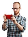 Wizerunek bierze obrazki z jego smartphone odizolowywającym mężczyzna fotografia royalty free