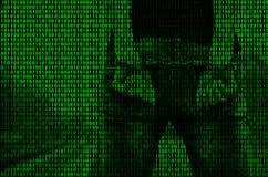 Wizerunek binarny kod od jaskrawego - zieleni postacie, przez których wizerunek aresztująca i kajdanowa osoba Obraz Stock