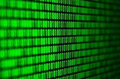 Wizerunek binarny kod robić up set zielone cyfry na czarnym tle Obraz Royalty Free