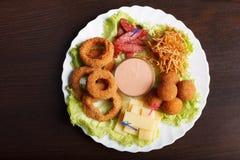 Wizerunek crispy sosowane przekąski na talerzu fotografia stock