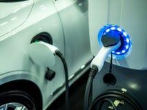 Wizerunek energia odnawialna elektryczni samochody obraz stock