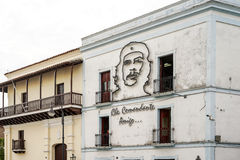 Wizerunek Ernesto Che Guevara na dom ścianie w Santiago de Kuba fotografia stock