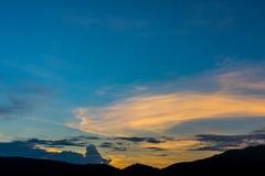 wizerunek góra i zmierzchu niebo Obraz Stock