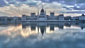 Wizerunek hungarian parlament w Budapest podczas wschodu słońca Zdjęcie Stock