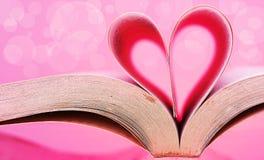 Wizerunek książkowe strony w kierowego kształt różowy tło Zdjęcia Royalty Free