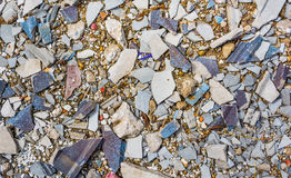 wizerunek mała otoczak skała na krakingowego cementu zmielonej teksturze Obraz Royalty Free