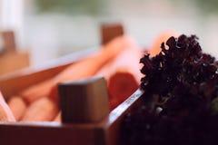 Wizerunek marchewki na kontuarze w sklepie na bufecie lub zdjęcia stock