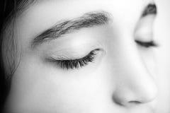 Wizerunek piękna dziewczyna z ona oczy zamykający fotografia royalty free