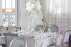 Wizerunek piękni kwiaty na ślubu stole Obrazy Royalty Free