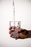 Wizerunek ręka z szkłem fotografia stock