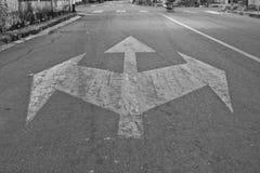 Ruch drogowy znaki na drogowej powierzchni Fotografia Royalty Free