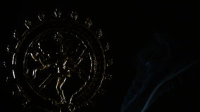 Wizerunek Shiva, bóstwo buddhism religia, płodozmienny whit dym na czarnym tle zdjęcie wideo