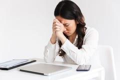 Wizerunek skoncentrowana azjatykcia biznesowa kobieta 20s jest ubranym biurowego cl zdjęcie royalty free