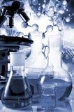wizerunki chemiczny glassware i instrumentu zbliżenie Fotografia Stock