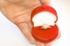 wizerunku konceptualny diamentowy złoty pierścionek Zdjęcia Royalty Free