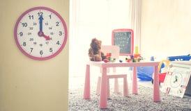 Wizerunku pojęcie Bawi się bawić się z czasu wnętrzem kolorowy bawić się pokój dla dzieciaków Obraz Stock