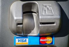 Wizy i mistrza czytnika kart kredytowa szczelina w zakończeniu up Fotografia Royalty Free