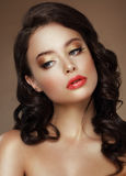 wizy Wieczór Makeup Elegancka kobieta z Złotymi Eyeshadows obrazy royalty free