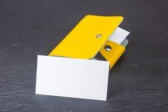 wizytówki szereg finansowe Korporacyjnego materiały ustalony mockup Puste miejsce textured gatunku ID elementy na drewnianym stol Fotografia Stock