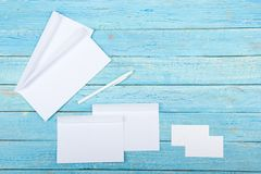 wizytówki szereg finansowe Korporacyjnego materiały ustalony mockup Puste miejsce textured gatunku ID elementy na drewnianym stol Zdjęcie Stock