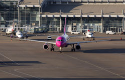 Wizz Air Airbus A320 aircraft running to the parking Stock Photos