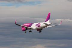 Wizz Air - flygbuss A320 Arkivfoton