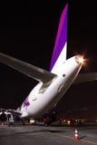 Wizz Air flygbuss A320 på natten Arkivfoto