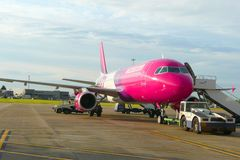 Wizzair aircraft. Is being prepared for take off at Luton airport, London Royalty Free Stock Photos