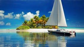 wjazd intymny Żaglówka dosięga ustronną tropikalną wyspę dla dwa ilustracji