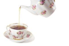 wlać herbatę obrazy stock