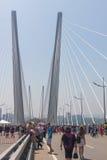 WLADIWOSTOK, RUSSLAND - 7. JULI: Liebe Wladiwostok des Blitz-Pöbels I auf der goldenen Brücke. Lizenzfreie Stockfotos