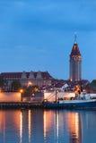 Wladyslawowo stadhorisont på natten Arkivbild