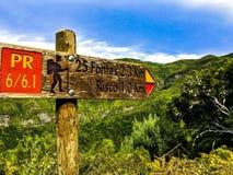 Wlaking in Madera con paesaggio verde immagini stock libere da diritti