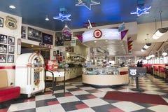 Wnętrze sławny rocznik galaktyki 1952 gość restauracji na trasie 66 obrazy royalty free