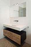Wnętrza, biała łazienka zdjęcia stock