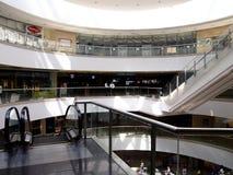 Wnętrza, korytarze i przechują wśrodku SM Megamall Obrazy Stock