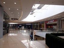 Wnętrza, korytarze i przechują wśrodku SM Megamall Obraz Stock