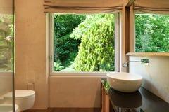 Wnętrza, nowożytna łazienka zdjęcie stock