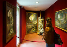 Wnętrza z sławnymi pracami artysta w Dali muzeum Obraz Royalty Free