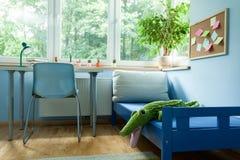 Wnętrze błękitnej chłopiec pokój Fotografia Stock
