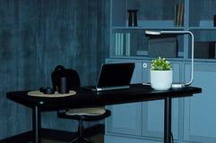 wnętrze Czarny stół z laptopem w pokoju z betonowymi szarymi ścianami zdjęcie stock