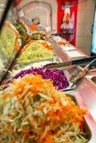 Wnętrze fast food Bierze Za restauracji w centrum handlowym zdjęcia stock
