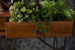 Wnętrze gabinet z stołem na metalu zgłębia Zdjęcia Stock