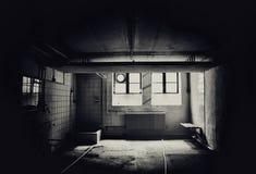 Wnętrze grungy opustoszały handlowy budynek obraz royalty free