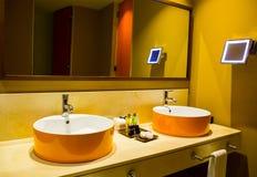 Wnętrze hotelowa łazienka zdjęcie royalty free